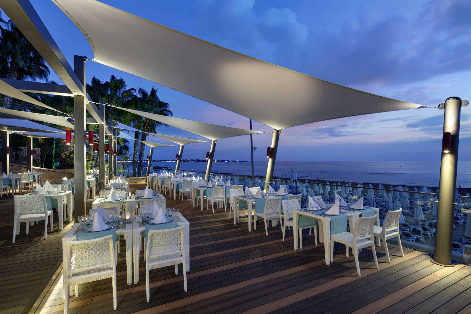 The Sense De Luxe beach bar